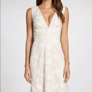 Tadashi Shoji Floral Grid Lace Wedding Dress 2